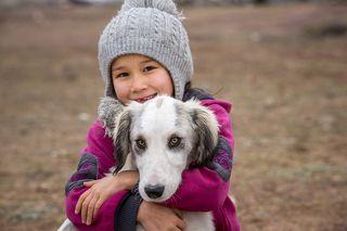 Девочка и пес из поселка Баршино.