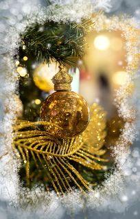 на новый год слегка волнуясь в руках подарки теребя вручайте людям настоящих себя