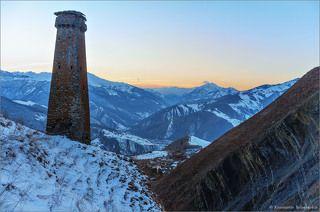Расположена близ селения Тазбичи в горах Чечни.