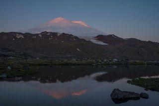 Эльбрус на рассвете (северо-восточное приэльбрусье)
