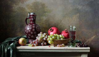 Традиционный классический натюрморт с фруктами и вином