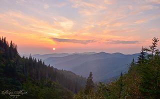 За горы солнце уходило