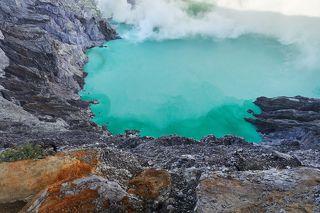 Cамое большое в мире кислотное озеро!