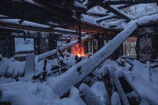 Призрак огня среди обугленных стен