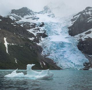 Озеро Берг, ледник Берг и в озере Айсберги