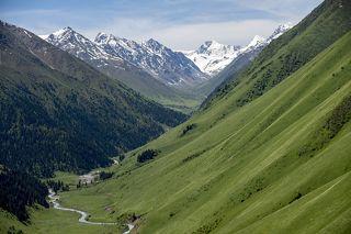 Джунгарский Алатау (Джетысуский Алатау)  - горная цепь, расположенная на границе Алматинской области Казахстана и Синьцзянь-Уйгурского автономного района Китая