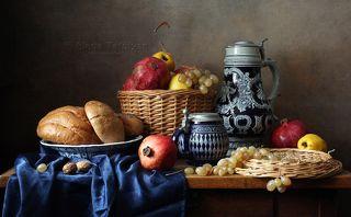С фруктами и хлебом