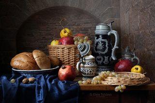 С кружкой эля и фруктами