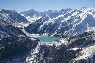Большое Алматинское озеро (высота над уровнем моря - 2511 метров). Расположено рядом в самым крупным городом Казахстана - Алматы (ранее Алма-Ата)