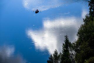 Нижнее Кольсайское озеро в облачную погоду
