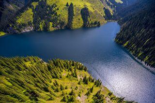 Средний Кольсай - самое крупное озеро каскада, из трех очень красивых природных природных водоемов