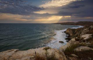 Теплый морской бриз в лицо, на рассвете, запах моря и бескрайние просторы...что может быть лучше?