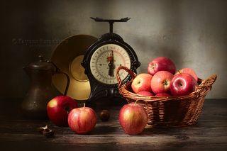 С яблоками и орехами