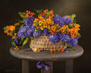 Весенний букет на столике