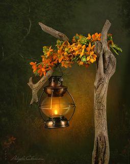 С лампой и цветами