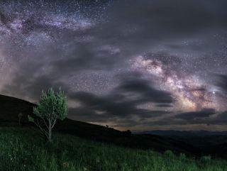 Приэльбрусье, Республика Кабардино-Балкария. Nikon D800 + Sigma 14mm F1,8 Art (F 1,8, 30 s, ISO 4000, панорама из 4-х вертикальных кадров).