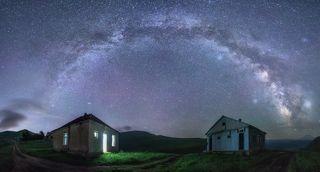 Село Кичи-Балык, Республика Карачаево-Черкессия. Nikon D800 + Sigma 14mm F1,8 Art (F 1,8, 30 s, ISO 5000, панорама из 7 вертикальных кадров)