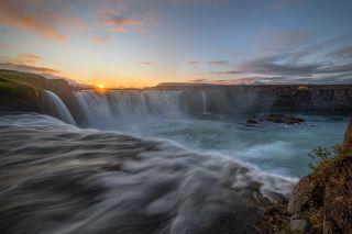 Закат на водопаде Годафосс