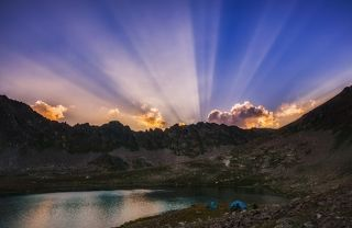 Закат на озере Учкуланичий