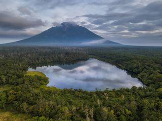 Вулкан Атсонупури.