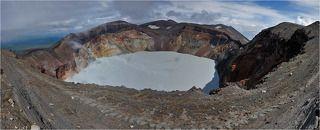 Панорама сделана с южного края кратера