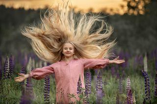 Прекрасная Даша ассоциируется у меня со славянской богиней Ладой, богиней любви и красоты. Именем Лада древние славяне называли не только изначальную богиню любви, но и весь строй жизни - Лад.