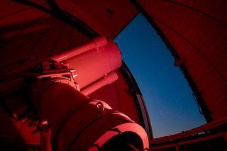 Телескоп AЗТ-20 с диаметром зеркала 1,5 метра во время наблюдения оптического послесвечения от гамма-всплеска