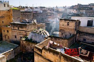 В городе Фес, что в Марокко, среди кварталов старого города скрывается древний цех по выделке кожи.
