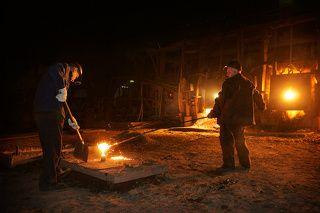 Рабочие сталелитейного цеха уходят на пенсию на 10 лет раньше других.