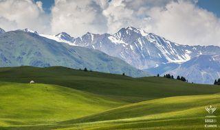 кочевники живут все лето у подножья гор