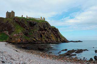 В 12-13 веке Даннотар был самым мощным фортом Шотландии, так как он стоит на отвесных скалах и омывается со всех сторон морем.
