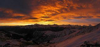 Фантасмагория рассвета. Зимний горный поход по Кавказу. Ночевка у вершины 3000 м, мороз.