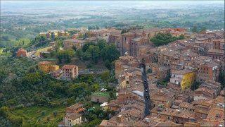 Город стоит на небольших холмах, создавая уникальное впечатление, что город состоит из нескольких городов.