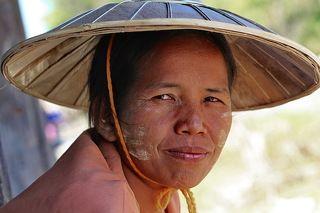 Бирманская женщина (о. Инле)