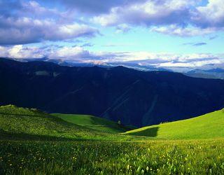 №3. Солнце начинает уходить за горы, порождая длинные тени...