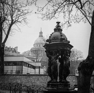 Вид на Пантеон из переулков. Париж.