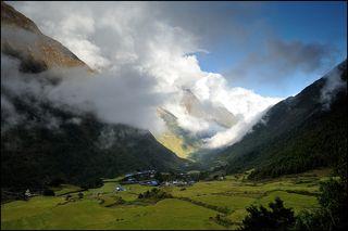 Облака над Ло, Манаслу трек