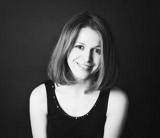 Ольга. Журналист и ведущая на телеканале «Тагил-ТВ».  Поступала в театральный институт, но не прошла второй тур - этап \