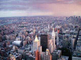 Эмпайр Стейт Билдинг более 40 лет было самым высоким зданием в мире. Этого титула небоскреб лишился лишь после постройки в 1972 г. башен-«близнецов» Всемирного торгового центра.