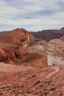 Свое название долина получила из-за неповторимого огненно-красного цвета скал, сформированных за миллионы лет  посредством сложных  складкообразований и обширнейшей эрозии.