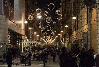 Улица Гарибальди (via Giuseppe Garibaldi). Светоинсталляция Giulio Paolini \