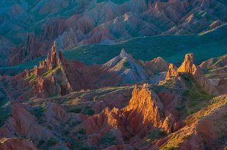 Рассвет над каньоном Сказка в Киргизии