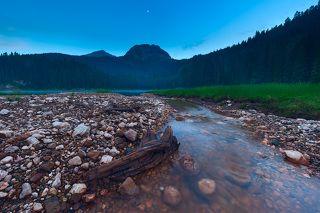 Как и в Крыму, в Черногории есть своя знаменитая Медведь-гора. Именно очертания горы \