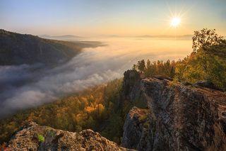 Осенний рассвет в Уральских горах
