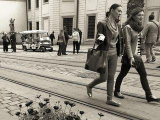 По трамвайной линии...