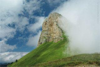 Малый Тхач в облаке