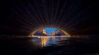Благодаря сильным морозам в Петербурге, удалось снять этот кадр с видом на Спас на Крови из под Казанского моста.