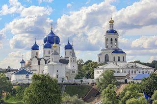 Боголюбовский женский монастырь летом...