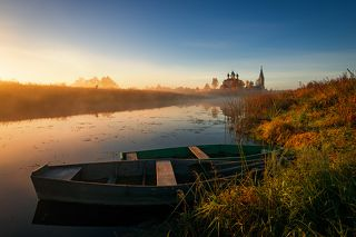 Утро. Лодка. Река. Воздух чист...