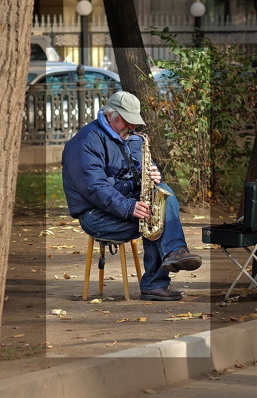 улица,  музыкант, осень Осеннее настроениеphoto preview